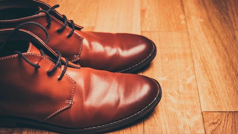طريقة تنظيف الأحذية الجلدية بشكل فعال في المنزل
